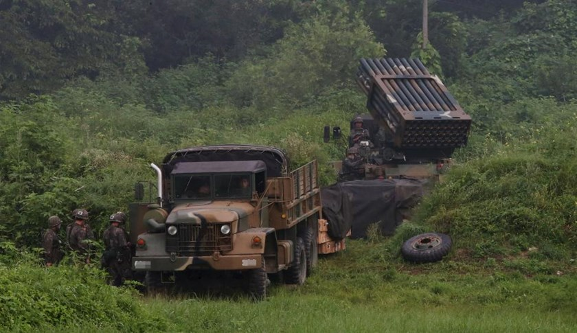A South Korean army's Multiple Launch Rocket System (MLRS) (R) is deployed just south of the demilitarized zone separating the two Koreas in Yeoncheon, South Korea, August 23, 2015.