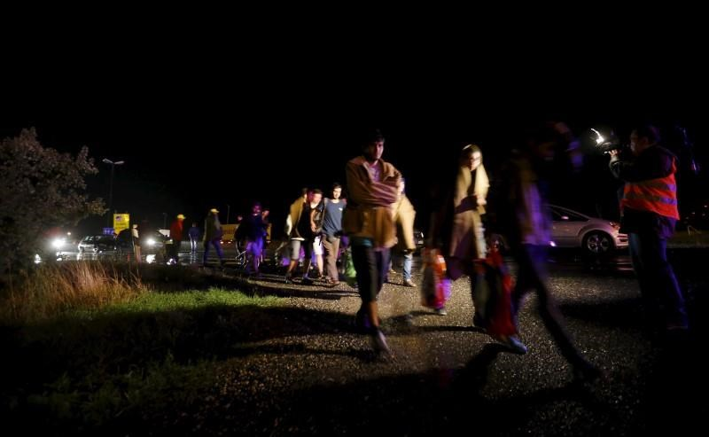 Migrants arrive at the Austrian-Hungarian border station of Hegyeshalom, Hungary, September 5, 2015.