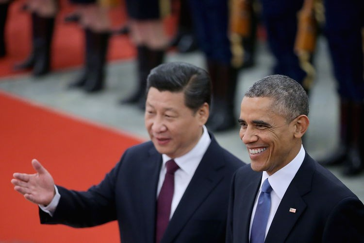 Chinese President Xi Jinping, left, accompanies U.S. President Barack Obama, right, to view an honour guard during a welcoming ceremony outside the Great Hall of the People in Beijing, China, on Nov. 12, 2014.