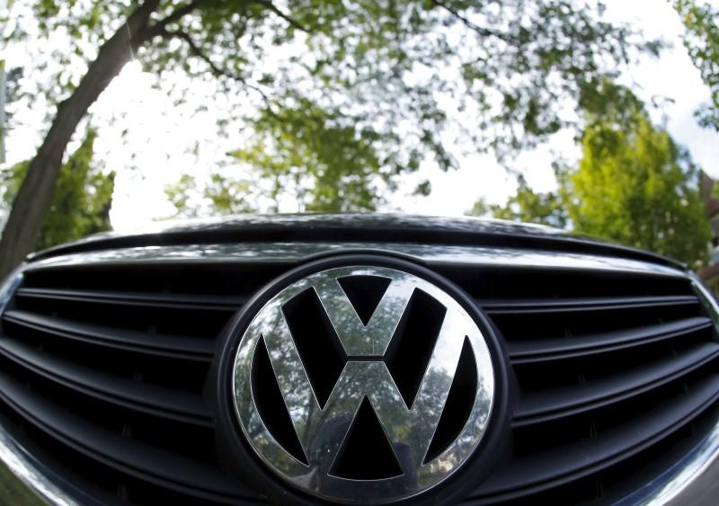 Volkswagen picks company veteran to tackle emissions crisis