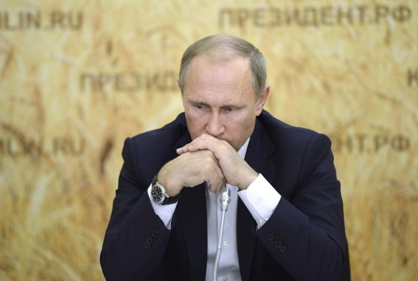 Russia seizes initiative in Syria crisis; France bombs Islamic State
