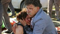 An injured man hugs an injured woman after an explosion during a peace march in Ankara, Turkey, October 10, 2015.