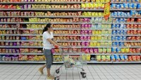 A customer pushes a cart at a supermarket in Fuyang, Anhui province, August 9, 2015.