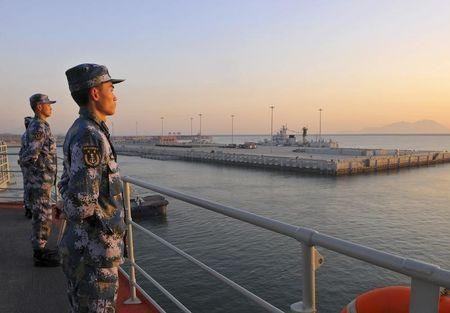 U.S. navy delegation visits Chinese carrier amid maritime tensions