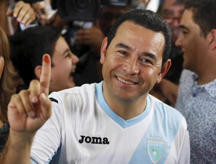Jimmy Morales, presidential candidate for the National Convergence Front party (FCN) shows his ink-stained finger after casting his vote at a polling station in Guatemala City, October 25, 2015.