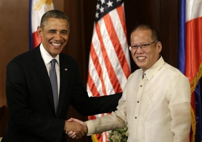 U.S. President Barack Obama (L) meets with Philippine's President Benigno Aquino inside Malacanang presidential palace in Manila, Philippines, April 28, 2014.