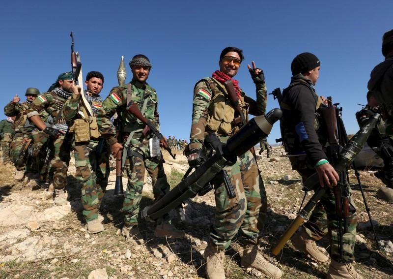 Members of the Kurdish peshmerga forces gather in the town of Sinjar, Iraq November 13, 2015.