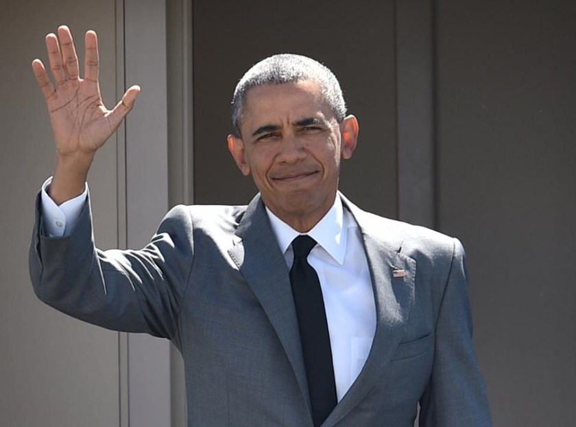 US President Barack Obama waves upon his arrival at the international airport to attend the Asia-Pacific Economic Cooperation (APEC) Summit in Manila on November 17, 2015