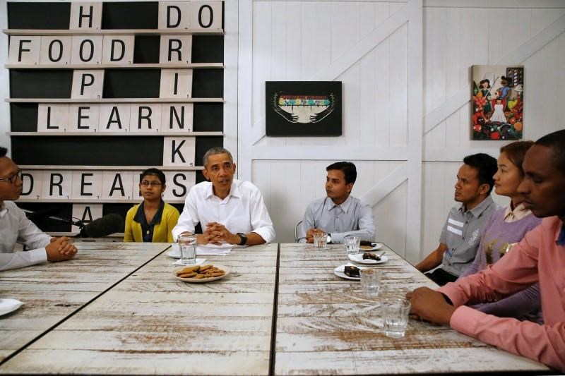 U.S. President Barack Obama (C) meets with refugees who will soon be resettled in the U.S. as he tours the Dignity for Children Foundation, an education program for refugee children, in Kuala Lumpur, Malaysia November 21, 2015.