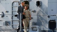 U.S. President Barack Obama tours the Philippine Navy's BRP Gregorio Del Pilar with the ship's commanding officer Captain Vincent Sibala (R) at Manila Harbor in Manila, Philippines, November 17, 2015.