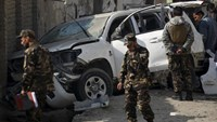 Afghan security personnel keep watch at the site of a suicide blast that targeted a senior member of Afghanistan's election commission in Kabul November 28, 2015.