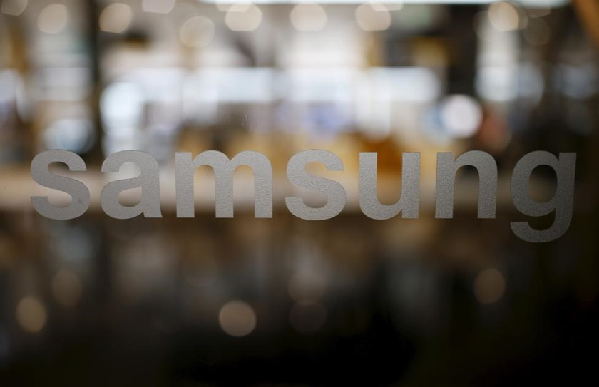 A Samsung logo is seen at Samsung Electronics' headquarters in Seoul, South Korea, December 18, 2015. Picture taken on December 18, 2015.