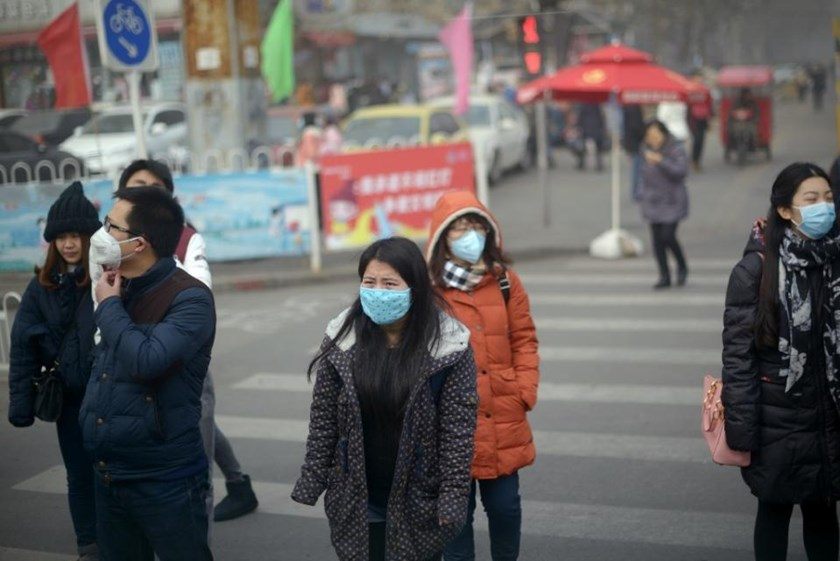 Counts of PM2.5, harmful microscopic particles that penetrate deep into the lungs, in Beijing peaked at 620 micrograms per cubic metre as of early December 25, 2015, according to data from the US embassy