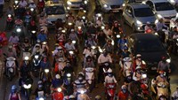 Rush hour traffic at an intersection in Hanoi. Photo: Hoang Dinh Nam/AFP