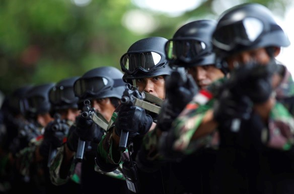 Members of the Indonesian army anti-terror squad take part in an anti-terror drill at the police special forces headquarter compound in Depok, Indonesia's West Java province