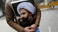 A Shi'ite Muslim man holds a picture of cleric Sheikh Nimr al-Nimr during a protest against the execution of Nimr, who was executed along with others in Saudi Arabia, in front of the Saudi Arabia embassy in New Delhi, India, in this January 4, 2016 file photo.
