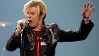 David Bowie performs his North American debut of 'A Reality Tour' in Montreal, in this December 13, 2003 file photo.