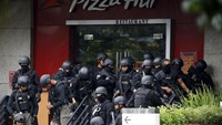 Police gather outside a restaurant near the scene of an attack in central Jakarta January 14, 2016. REUTERS