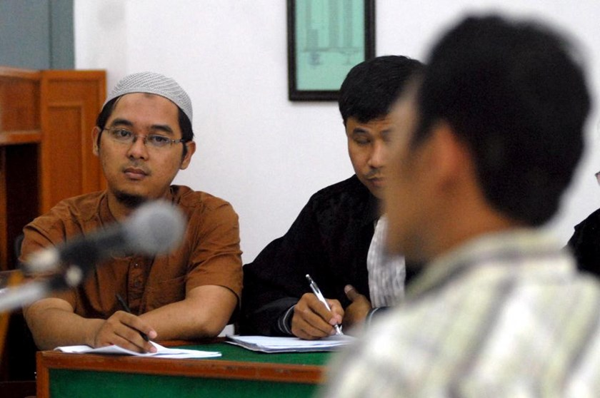 Muhammad Bahrun Naim (L) attends his trial at the Solo's District Court, February 21, 2011 in this photo taken by Antara Foto.