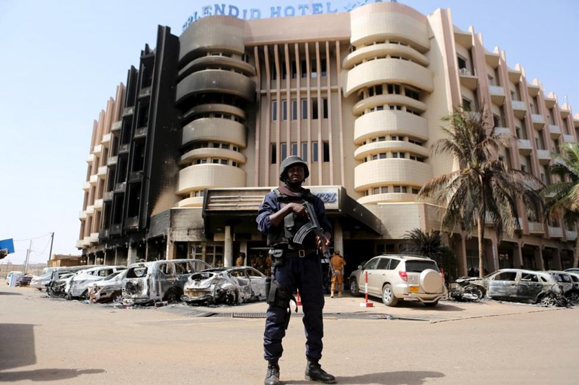 A soldiers stands guard in front of Splendid Hotel in Ouagadougou, Burkina Faso, January 17, 2016