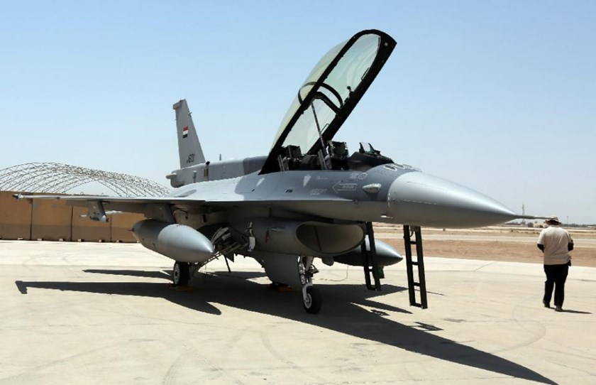 An F-16 fighter jet from the US is seen on the tarmac at Iraq's Balad air base on July 20, 2015