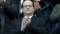 Rugby Union - France vs Italy - Stade de France, Paris, France - 6/2/16. French President Francois Hollande attends a Six Nations tournament match.