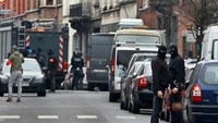 Police at the scene of a security operation in the Brussels suburb of Molenbeek in Brussels, Belgium, March 18, 2016.