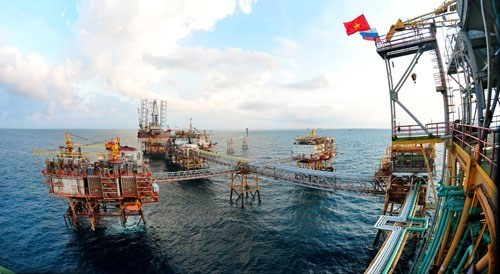 Vietnam's GDP growth slows in first quarter on crude curbs