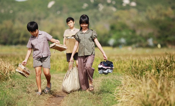 """A scene from """"Toi thay hoa vang tren co xanh (Yellow Flowers on the Green Grass) directed by Victor Vu. File photo"""