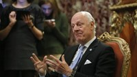 U.N. Special Envoy Staffan de Mistura, the mediator of Syrian peace talks, speaks during a meeting with Russian Foreign Minister Sergei Lavrov in Moscow, Russia, April 5, 2016.
