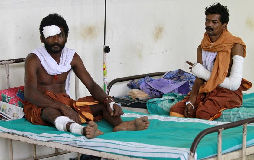 Men who were injured in a fire at Puttingal Devi temple, rest in beds inside a hospital ward in Kollam in the southern state of Kerala, India, April 11, 2016.