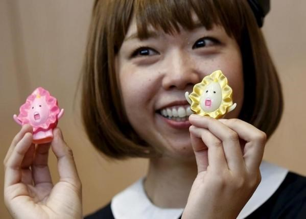 Japanese artist Megumi Igarashi, known as Rokudenashiko, holds her vagina-inspired artworks after a news conference following a court appearance in Tokyo April 15, 2015.