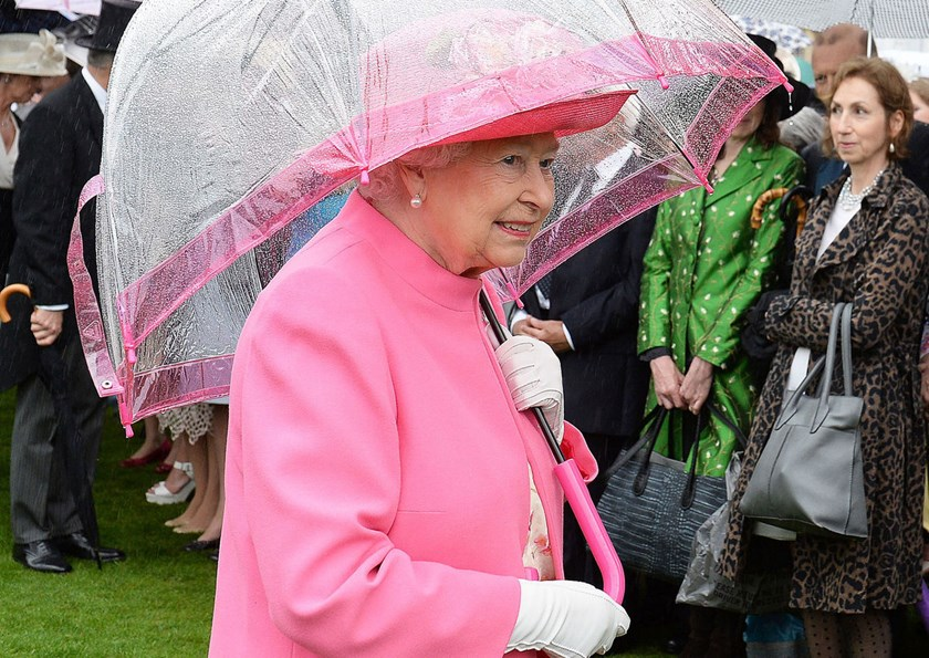 Queen caught on camera describing 'very rude' Chinese officials