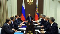 Russian President Vladimir Putin (C) chairs a meeting with members of the Security Council at the Bocharov Ruchei state residence in Sochi, Russia, May 13, 2016. Mikhail Klimentyev/Sputnik/Kremlin via Reuters