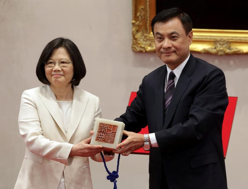 Taiwan's President Tsai Ing-wen (L) receives an official seal after swearing in at the Presidential Office in Taipei, Taiwan May 20, 2016.