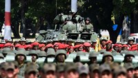 Venezuelan soldiers take part in a military parade in Caracas on December 12, 2015