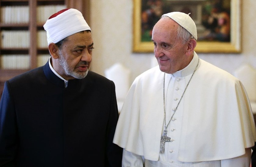 Pope Francis (right) talks with Al-Azhar's Grand Imam Ahmed al-Tayeb during a private audience at the Vatican, on May 23, 2016