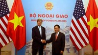 U.S. Secretary of State John Kerry and Vietnam's Deputy Prime Minister and Foreign Minister Pham Binh Minh pose for a photo before a signing ceremony at the Government Guesthouse as part of the visit by U.S. President Barack Obama in Hanoi, Vietnam May 24, 2016.