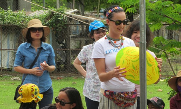 Katy Perry in a visit to a Raglai ethnic community in Tra Co Commune, Ninh Thuan, on May 28. Photo: Thien Nhan