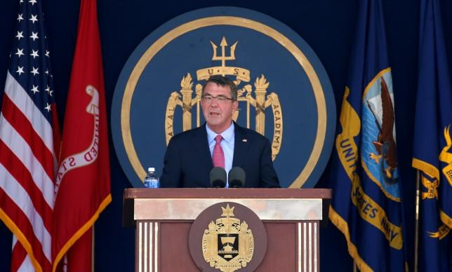 U.S. Secretary of Defense Ash Carter speaks during the graduation and commissioning ceremony at the U.S. Naval Academy in Annapolis, Maryland U.S. May 27, 2016. REUTERS/Kevin Lamarque