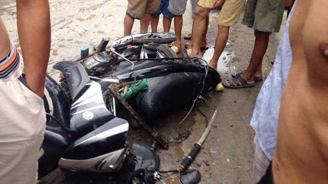 The bike of two dog theft suspects caught in Hai Duong on June 4
