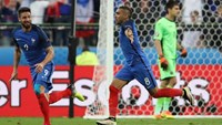 France's Dimitri Payet celebrates after scoring their second goal
