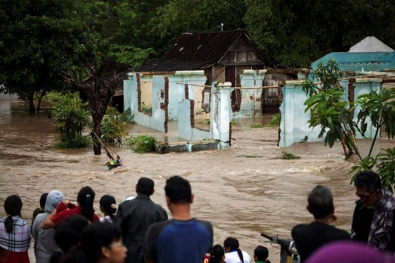 Flash floods kill 24 in Indonesia, thousands of homes damaged