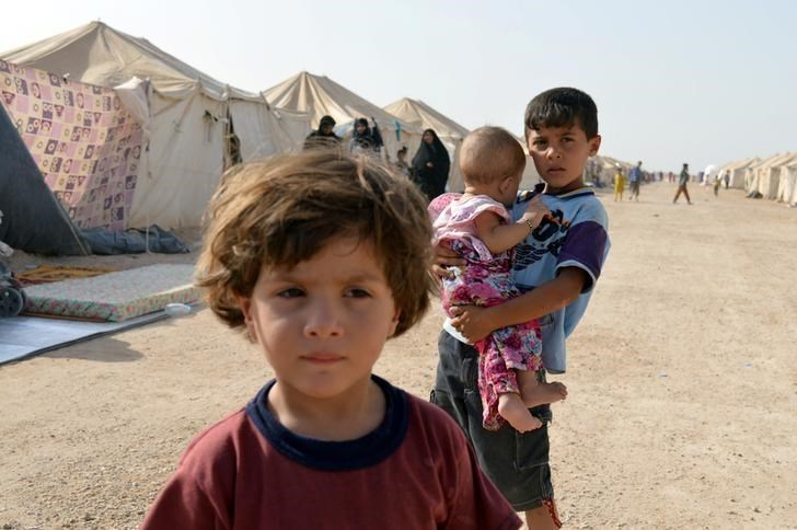 Displaced Iraqi children, who fled from Falluja because of Islamic State violence, are seen at a camp on the outskirts of Falluja, Iraq, June 22, 2016.