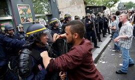 'Scrap the labor reforms!' Paris protesters chant under huge police presence