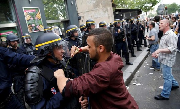 A demonstrator places a rose in the vest of a French CRS riot policeman at the Place de la Bastille square during a demonstration against plans to reform French labour laws in Paris, France, June 23, 2016.