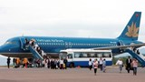 Passengers leave a Vietnam Airlines flight in HCMC