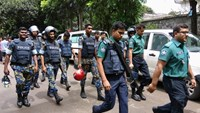 Security personnel are seen near the Holey Artisan restaurant hostage site, in Dhaka, Bangladesh, July 2, 2016.