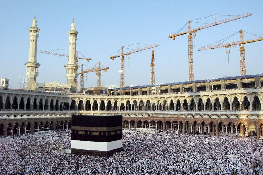 Every year, hundreds of thousands of pilgrims flock to Mecca to carry out the lesser umra pilgrimage during Ramadan -- especially during its last 10 days