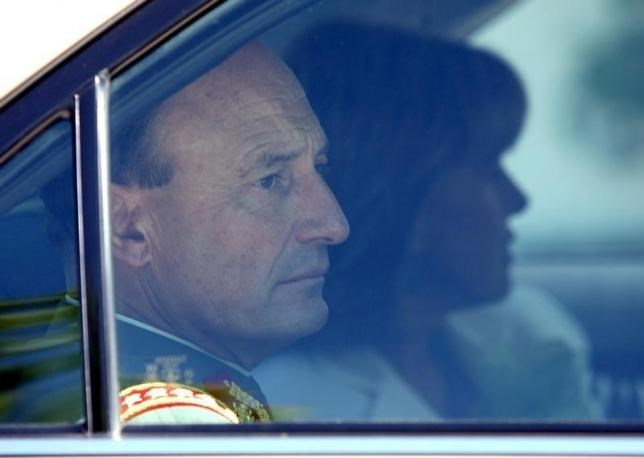 Former Chilean Chief of Army General Juan Emilio Cheyre leaves former Chilean dictator Augusto Pinochet's home in the La Dehesa neighborhood in Santiago in this file photo dated November 25, 2005.